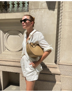 AGNES in beige is the perfect addition to @madelynnfurlong's white summer outfit  #agneel #agnes #agneelwomen