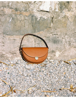 Shoulder bag NORA, sustainably manufactured using the finest quality of Italian leather  #agneel #nora #madeinitaly
